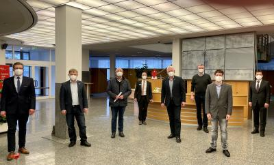 Arnd Paas, Antonius Löhr, Manfred Giesche, Joachim Hunold, Thomas Schröder, Ralf Walfort, Bennet Muys, Andreas Trotz, Vorstandsmitglied der Sparkassenstiftung für Marsberg (von links).