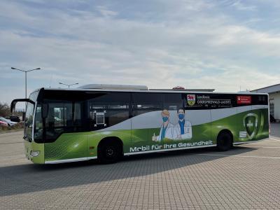 Der Impfbus des Landkreises Oberspreewald-Lausitz nimmt ab dem 19. April seinen Betrieb auf. Das Angebot zur Corona-Schutzimpfung richtet sich an impfberechtigte Menschen in OSL. Die Terminvergabe erfolgt telefonisch über die jeweilige Kommune. (Fotos: Landkreis)