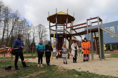 Neue Spielanlage auf dem Lehniner Schulcampus eingeweiht