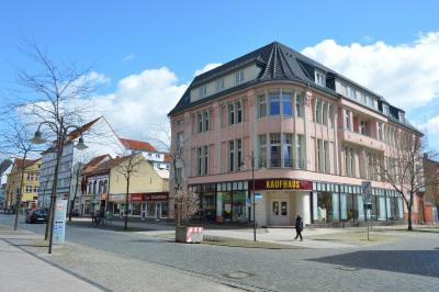 Neuer geplanter Standort der Stadtbibliothek ist das Eckgebäude in der Bahnstraße 51 I Foto: Martin Ferch
