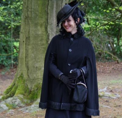 "J. Pagel Buxtehude | Dr. Anja Kretschmer in ihrer Rolle als ""Schwarze Witwe"""