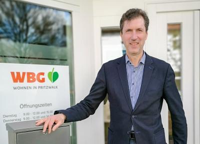 Dirk Scherlies hat zum 1. April die Geschäftsführung der Wohnungsbaugesellschaft Pritzwalk übernommen. Foto: Beate Vogel