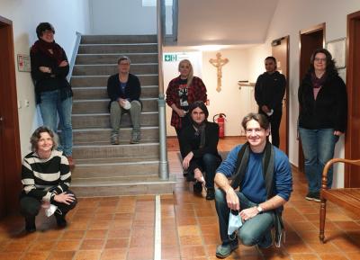 Das Team der Suchtberatungsstelle in Landsberg - Von links nach rechts: S. Klein (Beratungsstellenleiterin), I. Nieberle, M. Wurf, A. Schindler, T. Patsch, S. Müller,  A. Sidhu (Praktikantin), D. Birnböck (Verwaltung) nicht abgebildet: H. Grell, P. Kiesel, C. Sevrain