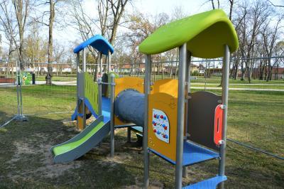 ein zusätzliches Spielgerät für Kleinkinder wurde in dieser Woche aufgebaut I Foto: Martin Ferch