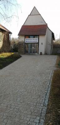 Weg zur Schlosskapelle