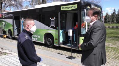 Der Impfbus des Landkreises OSL am Ortsteilzentrum Kleinleipisch