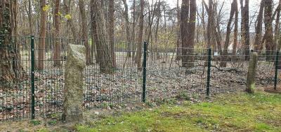 Zaunbauarbeiten m Hauptfriedhof in Beeskow