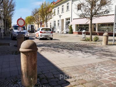Ein Schild weist schon jetzt darauf hin, dass die Marktstraße ab 6. Mai voll gesperrt ist. Foto: Beate Vogel