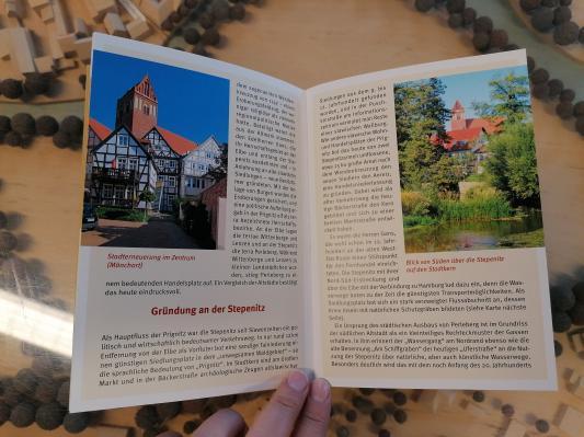 Stadt Perleberg | Das Buch zeigt u. a. auch was sich enlang der Stepenitz angesiedelt hat.