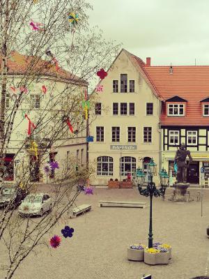 Stadt Perleberg | Traditioneller Maibaum schmückt den Großen Markt