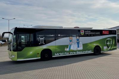 Der Impfbus des Landkreises Oberspreewald-Lausitz nimmt ab dem 19. April seinen Betrieb auf. Das Angebot zur Corona-Schutzimpfung richtet sich an impfberechtigte Menschen in OSL. (Foto: Landkreis OSL)