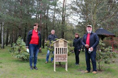 Foto zur Meldung: Wildbienenhaus im Tierheim Ladeburg