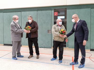 Volker Hoffeins (l.) und Dr. Ronald Thiel (r.) gratulierten Axel Liedtke (2.v.l.) und Eckhard Jach (2.v.r.) zu deren Ernennung als Vertreter im Wasser- und Bodenverband. Foto: Beate Vogel