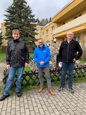 Von r.n.l.: Rüdiger Schaper (Geschäftsführer KiEZ Querxenland), Marko Weber-Schönherr (Geschäftsführer OKSB), Thomas Lehmann (Nachfolger von Rüdiger Schaper)