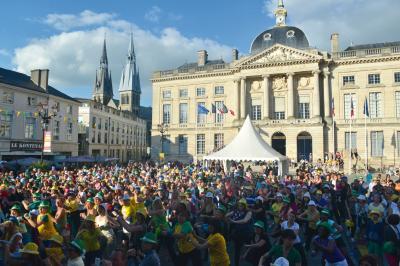 Zumba vor dem Rathaus in der Partnerstadt Châlons-en-Champagne (Archivbild) I Foto: Christophe Manquillet