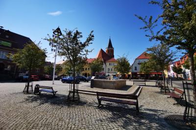 """Treff für den coronakonformen Familientreff """"To Go"""" ist der Calauer Marktplatz. Foto: Stadt Calau / Jan Hornhauer"""