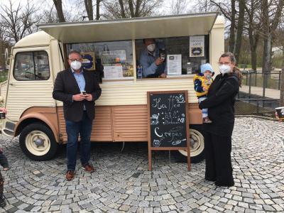 Foto zur Meldung: Crepes- und Kaffeemobil auf dem Selbitzer Luitpoldplatz