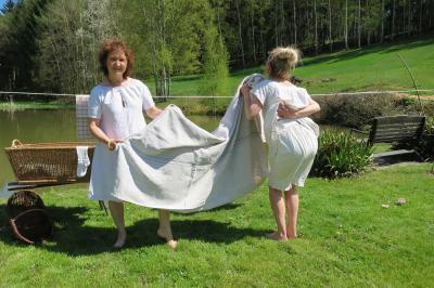 Leinenunterkleider und Deckelhose