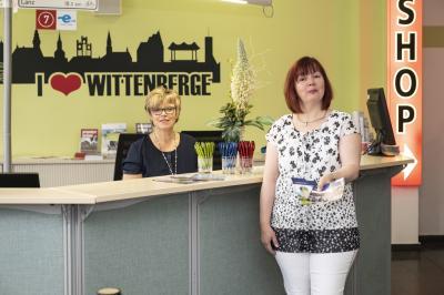 Frauke Spiller-Witt (I) und Sylvia Kieke freuen sich wieder auf BesucherInnen I Foto: Jens Wegner
