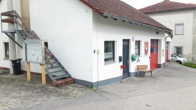 Foto zur Meldung: Bekanntmachungstafel in Holzkirchen vorübergehend an neuem Standort