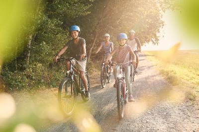 """""""Runter vom Sofa und rauf aufs Fahrrad – Bewegung für die eigene Fitness und das Klima"""" Stadtradeln in Alheim!"""