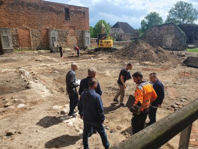 Foto zur Meldung: Neugestaltung der Außenanlagen auf der Burg Beeskow