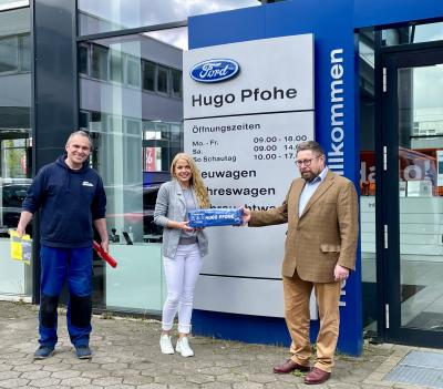 Autohaus Hugo Pfohe und Your Clean Cars spenden