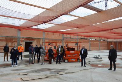 Investor Hans Harms (2.v.r) und Bürgermeister Dr. Oliver Hermann (r) begrüßten die Gäste im entstehenden REWE-Fachmarkt I Foto: Martin Ferch