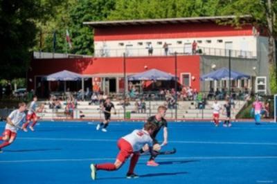 Hockey-Nationalmannschaften U18 aus Polen und Deutschland