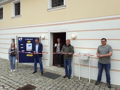 Die beiden Bürgermeister Hermann Mertel (Hirschbach) und Bernhard Köller (Königstein) eröffnen das Digitale Rathaus; Bildrechte: Jürgen Masching