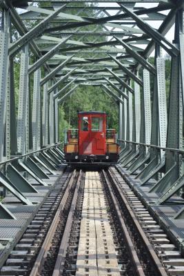 Museumsbahnzug hoch über der Chemnitz