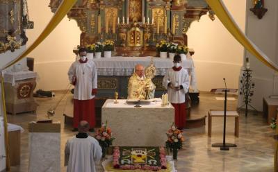 Foto zur Meldung: Fronleichnam in unserer Pfarrgemeinde festlich gefeiert
