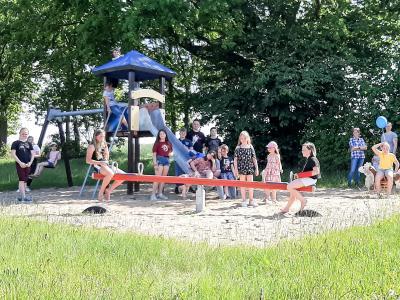 Auf dem Spielplatz hatten die Kinder beim Kindertagsfest in Alt Krüssow ihren Spaß. Foto: Privat