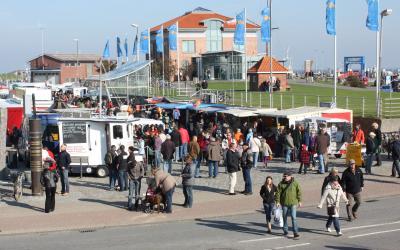 Ein Bild aus besseren Tagen: Fischmarkt-Fans müssen sich noch gedulden. Foto Peter Schulze
