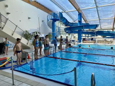 Die vierte Klasse der Jahnschule beim Schwimmunterricht | Foto: Nadine Michel