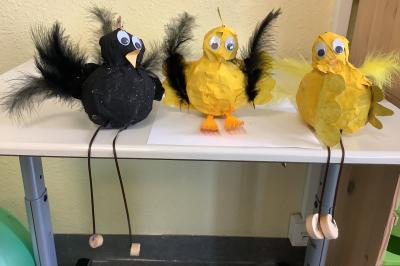 Klasse 3b: Hasen und Hühner aus Pappmache