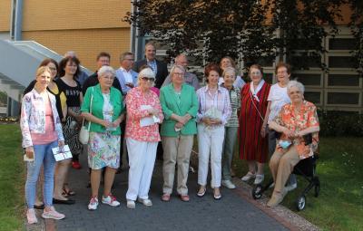 Foto zur Meldung: Handarbeitsgruppe des Augustinums spendet an Kinderschutzbund