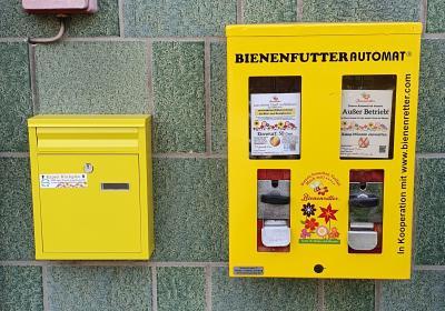 Bienenfutterautomat am Gemeindebüro