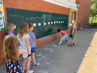 Foto zur Meldung: Bewegung im Mathematikunterricht