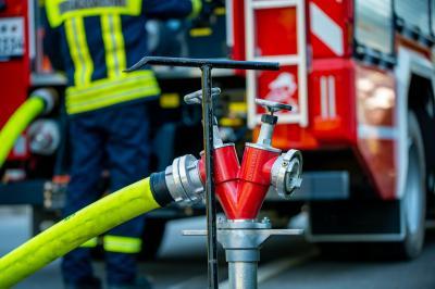 Nein, die Feuerwehr füllt keine Pools mit Wasser!