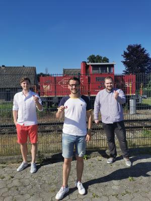 Grafschafter JU wirbt mit Broschen für den Bahnanschluss