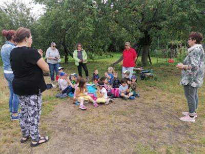 Foto zur Meldung: Landfrauen spenden Kita Neckarstraße Materialien für draußen