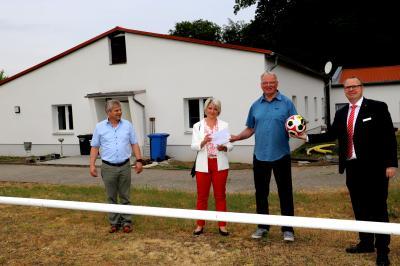 Foto zu Meldung: Sparkasse spendiert dem SV Kloster Lehnin die Neugestaltung der Umkleidekabinen