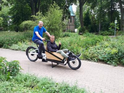 Foto zur Meldung: Klimaneutrale Transporthilfe: Gemeinde erhält E-Lastenfahrrad