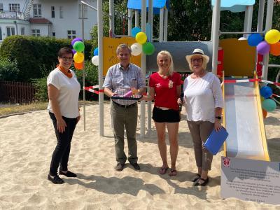 Foto zu Meldung: Eröffnung des neuen Spielturms auf dem Markgrafenplatz in Lehnin