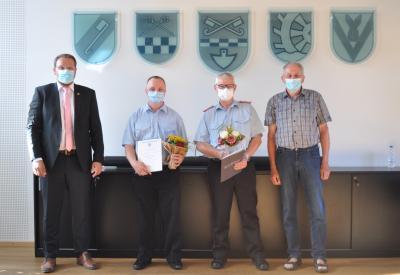 v.l.: Samtgemeindebürgermeister Gero Janze, Kevin Trunsch, Jörg Navrath und der stellv. Ratsvorsitzende Walter Gröger.