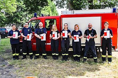 Foto zu Meldung: Feuerwehrleute zum Truppmann ausgebildet