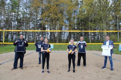 Foto zur Meldung: Neue Trikots für die Jugendvolleyballer des TuS Busdorf e.V.
