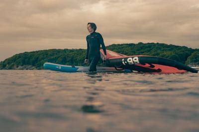 Bay Surf: Paddle Board und Wing-Surfen jetzt in Lietzow