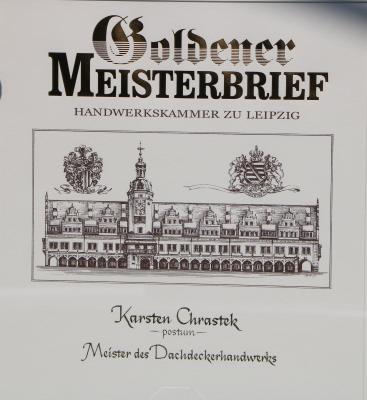 Übergabe goldener Meisterbrief für verstorbenen Dachdeckermeister